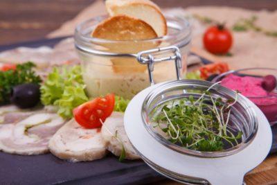 Фермерская тарелка мясных деликатесов